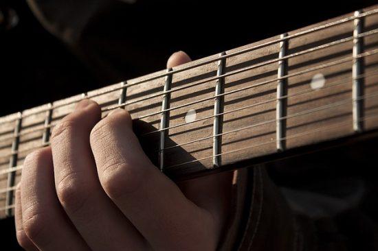 מורה לגיטרה ב JAM - מרכז למוזיקה