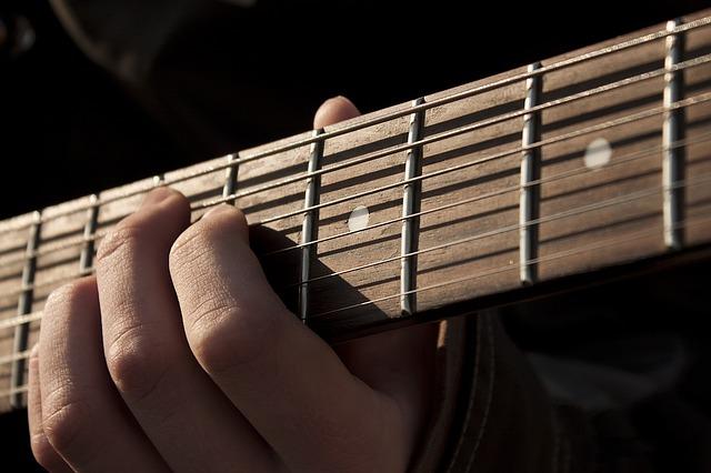 מורה לגיטרה בג'אם - מרכז למוזיקה