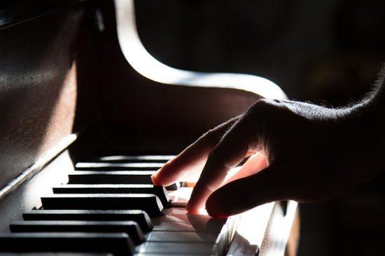 מורה לפסנתר - קורקוס